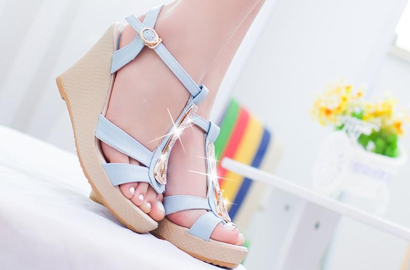 Cuñas, el calzado de moda