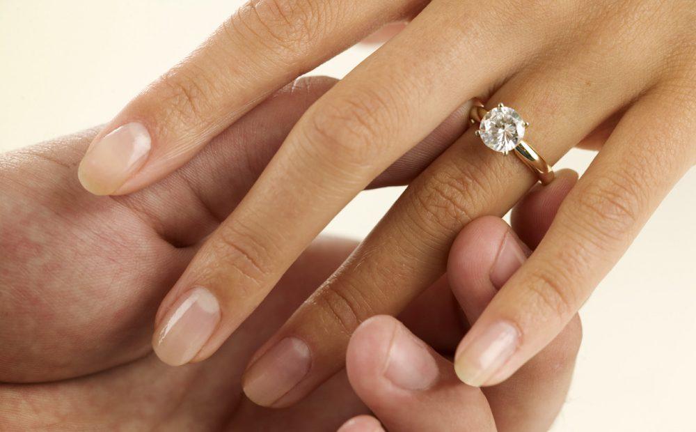 ¿Cuándo es el mejor momento para regalar el anillo de compromiso?