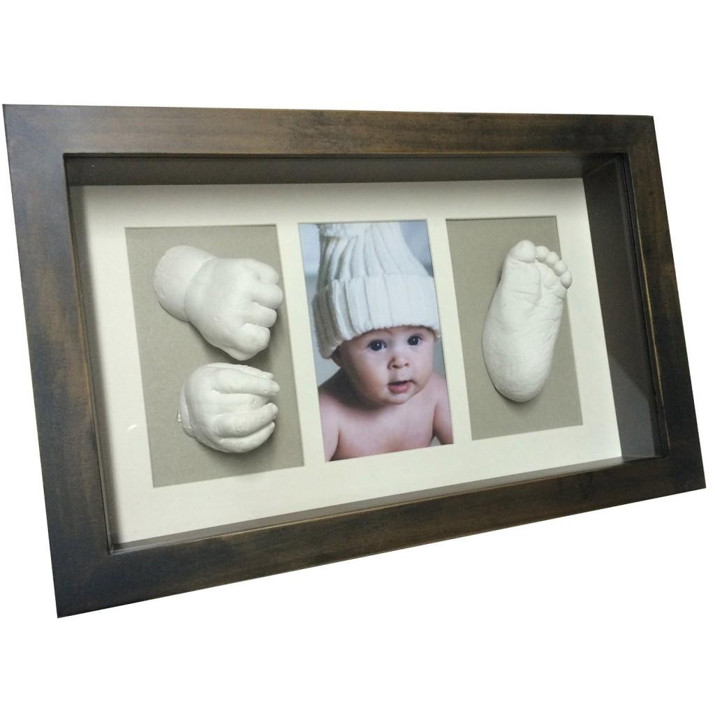 Marco con huellas del bebé en 3D