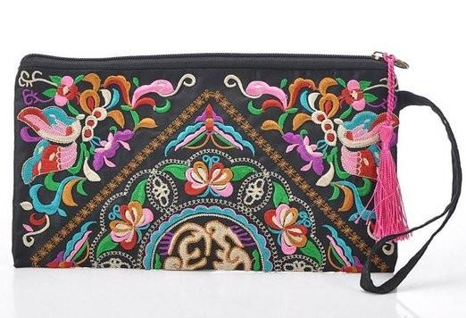 Monedero étnico con diseño de mariposas bordado